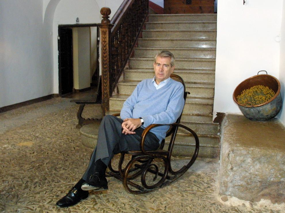Santiago Lanzuela, candidato al Congreso de los Diputados por el PP en Teruel en 2004, durante una entrevista concedida a HERALDO, en su casa familiar de Cella.