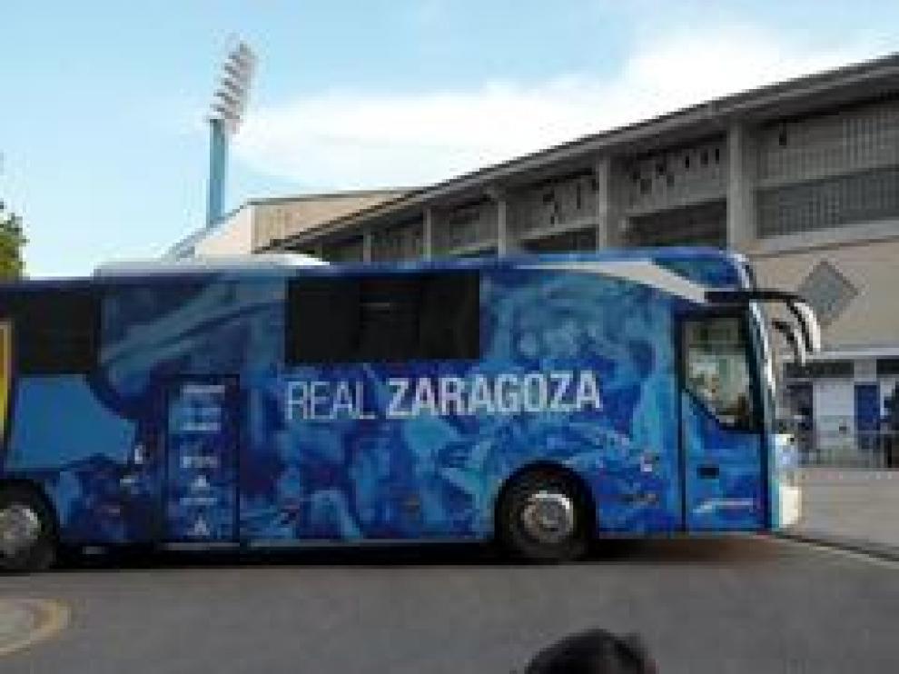 Los dos equipos, el Real Zaragoza y el Elche C.F., ya están en el estadio de La Romareda para disputar el partido de esta jornada.