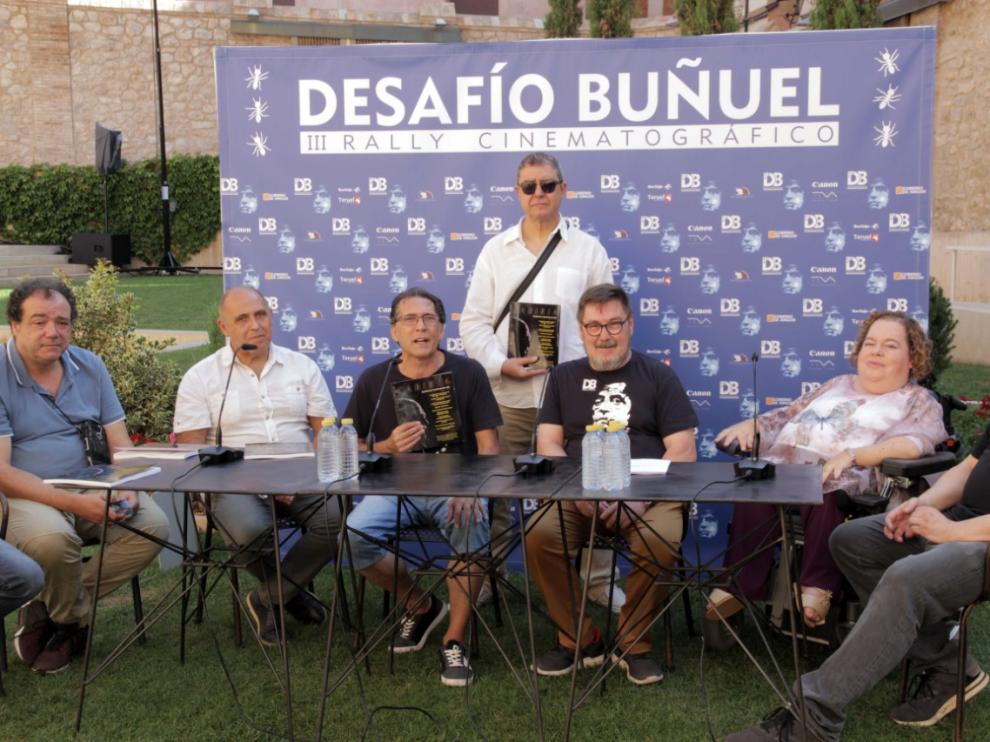 El equipo de Cabiria, durante la presentación del último número.