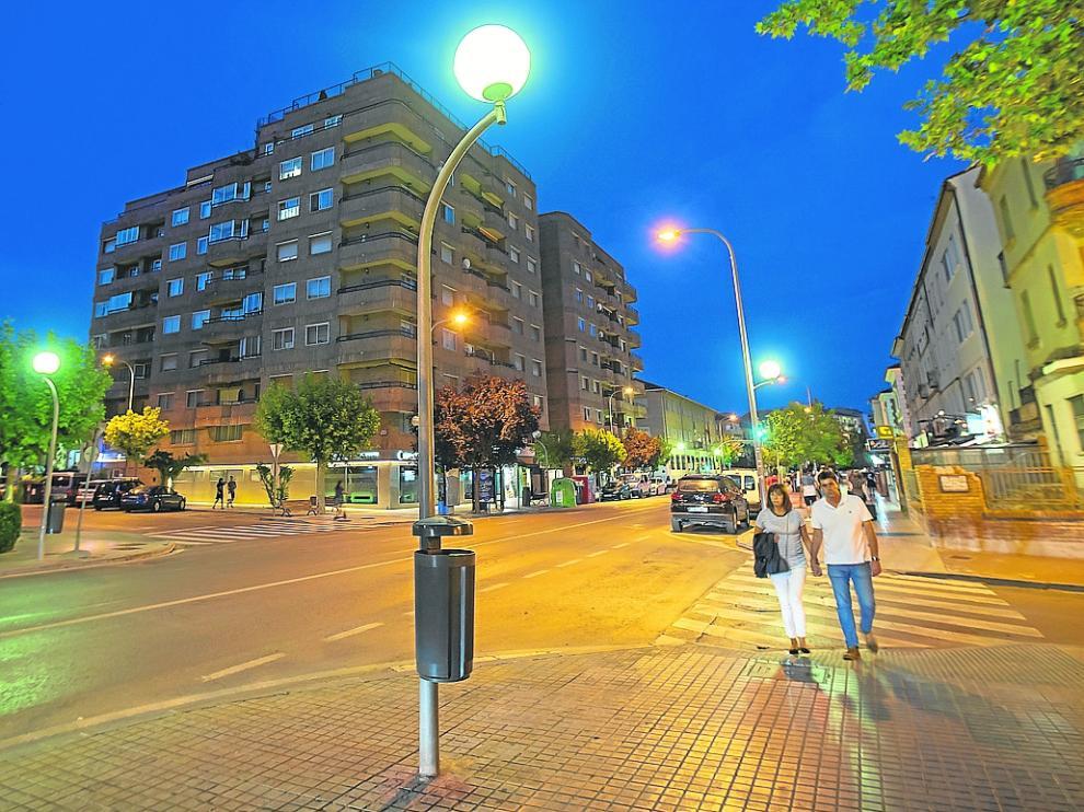 El Ayuntamiento prevé sustituir las luces más ineficientes de la avenida de Sagunto, en la foto