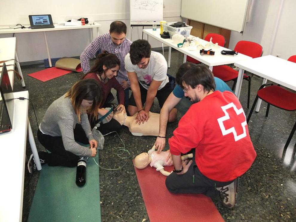 Imagen de archivo de un taller de formación de primeros auxilios de Cruz Roja