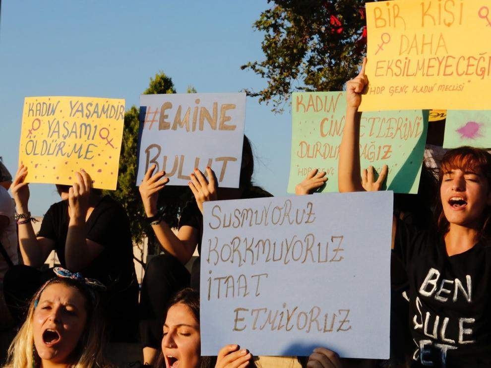 Manifestación tras el asesinato de Emine Bulut.
