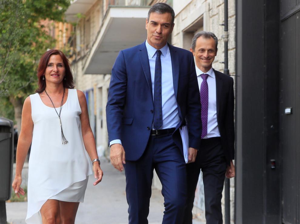 Pedro Sánchez se reúne con representantes del colectivo universitario.