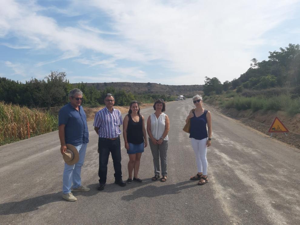Visita de parte de la corporación municipal de Binaced-Valcarca a las obras de mejora de la A-140.