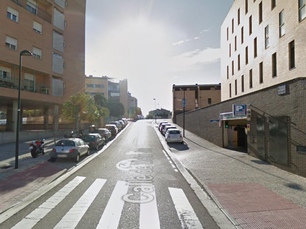 La ciclista ha perdido el control tras toparse con un coche a la salida del parking de un supermercado.
