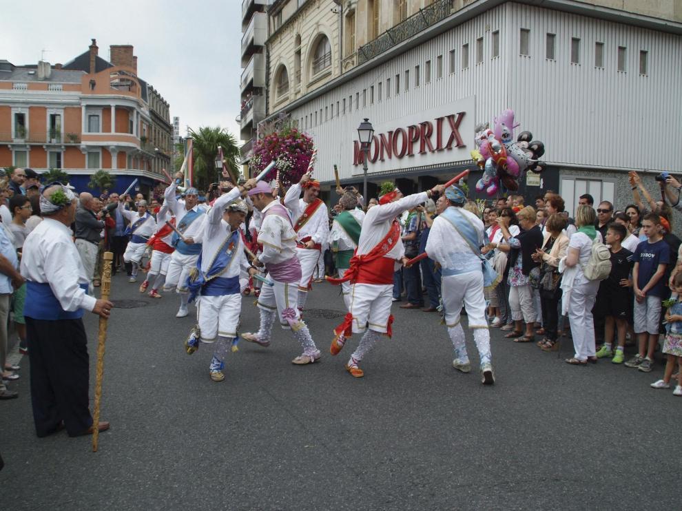 La última vez que los Danzantes de Huesca bailaron fuera de San Lorenzo fue en 2014 en Tarbes (Francia).