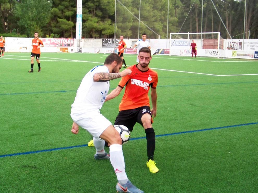 Un lance del partido entre la Peña Fragatina ante el Zuera.
