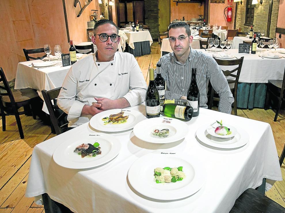 Iván Trasobares y José María Fontanellas, con los platos y vinos del menú de la vendimia.