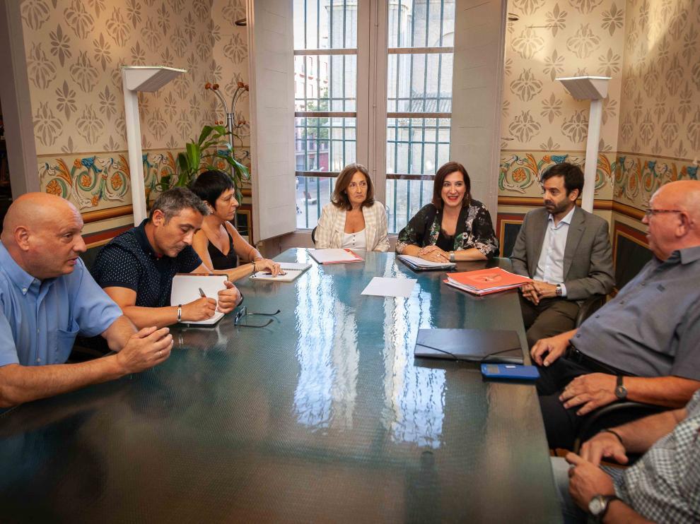 La vicealcaldesa, Sara Fernández, reunida con la presidenta de Interpeñas, Sara Priego.