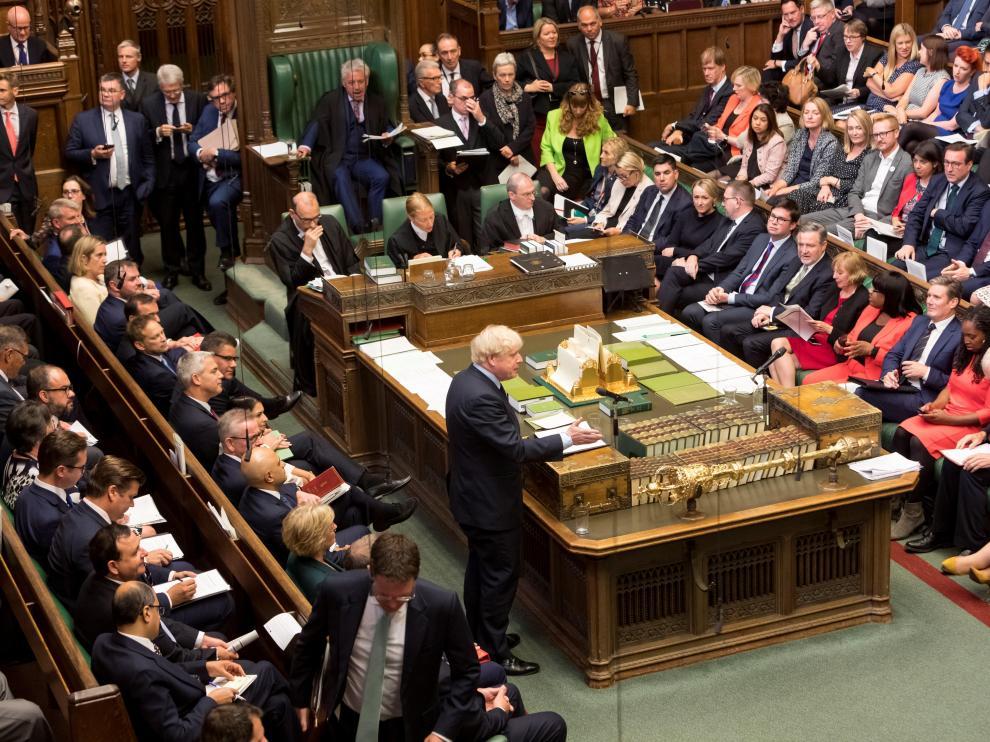 El Parlamento británico aprueba tramitar una ley contra un 'brexit' duro.