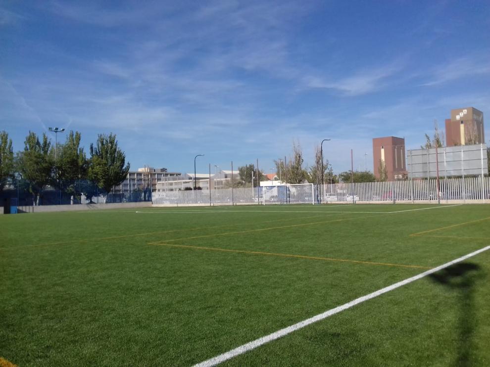 Los campos de la Federación Aragonesa de Fútbol están vacíos, pero las niñas no pueden entrenar.