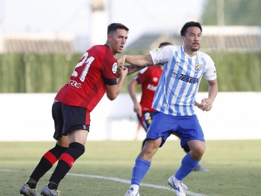 Okazaki, con la camiseta del Málaga.