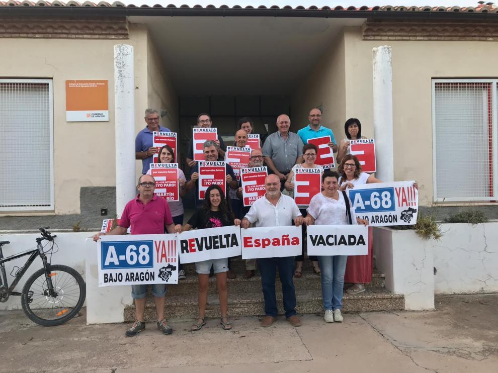 Reunión de Teruel Existe con colectivos colaboradores en Martín del Río.