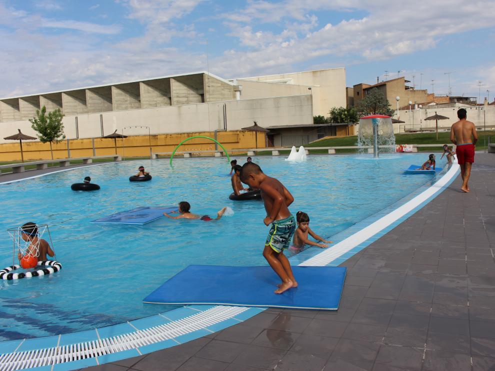 Récord de usuarios en las piscinas de Binéfar este verano,