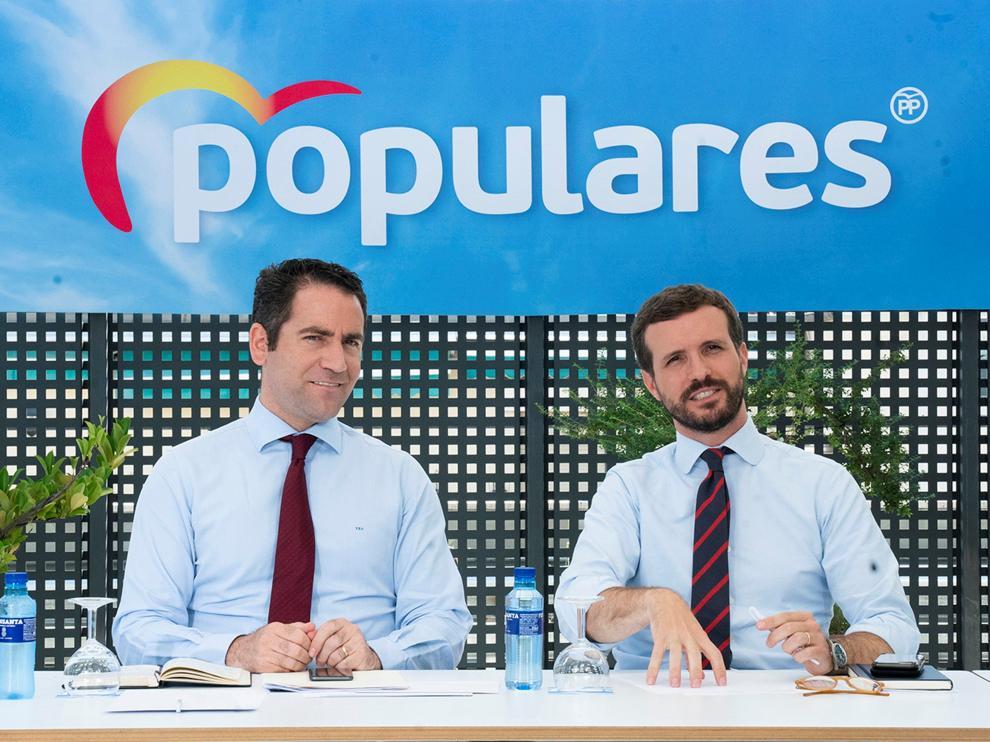 Teodoro García Egea y Pablo Casado, este martes en la sede del PP en Génova.
