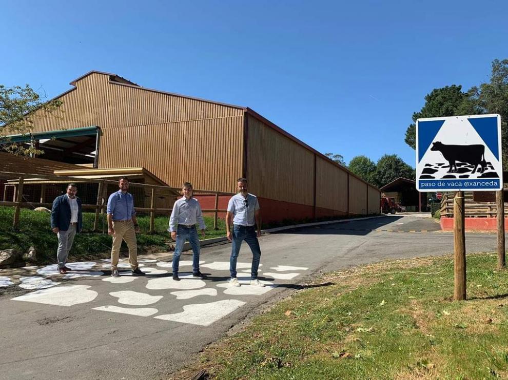 Uno de los pasos de vaca permanentes instalados en cuatro pueblos gallegos.