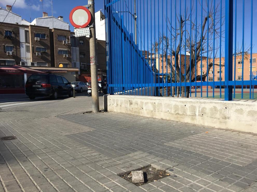 Acera en el barrio de Las Fuentes próxima al colegio de Santo Domigno de Silos.