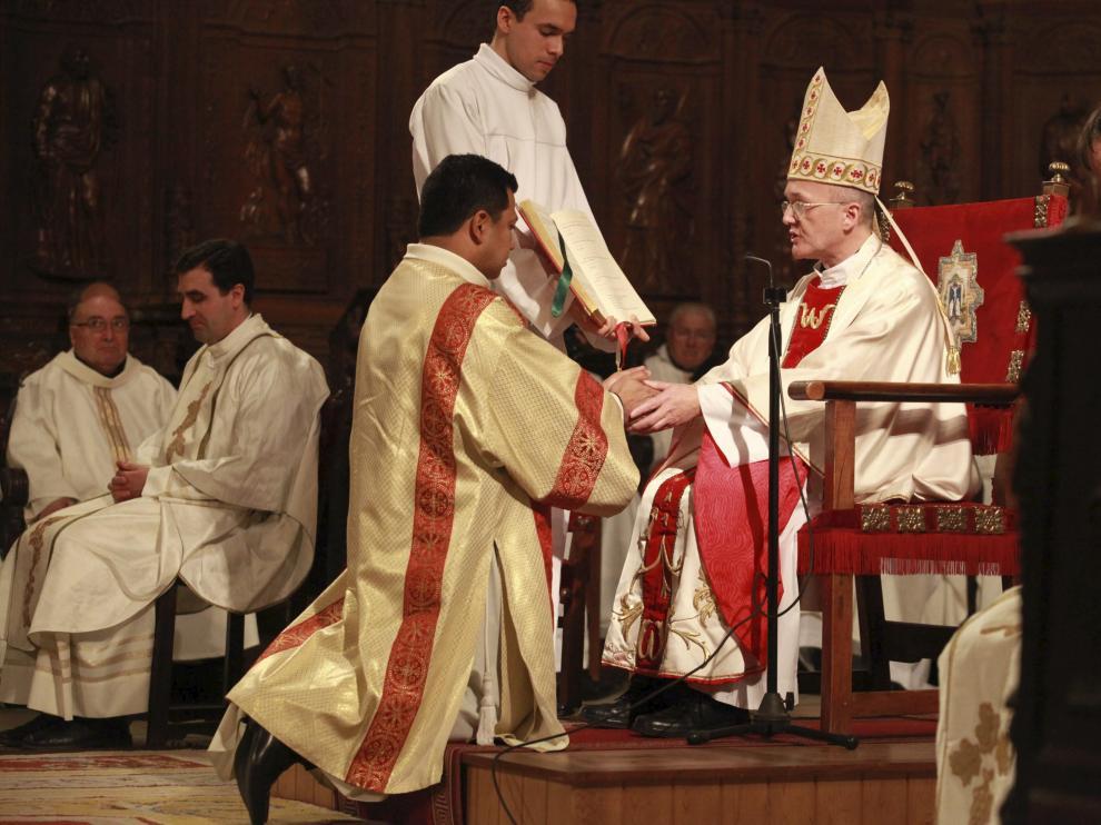 El obispo de Huesca, en una ordenación sacerdotal en la catedral.
