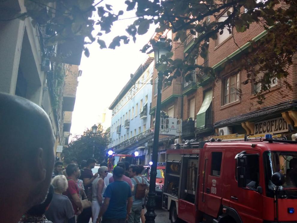 Los Bomberos de Zaragoza desplegados en Cantín y Gamboa para sofocar el incendio.