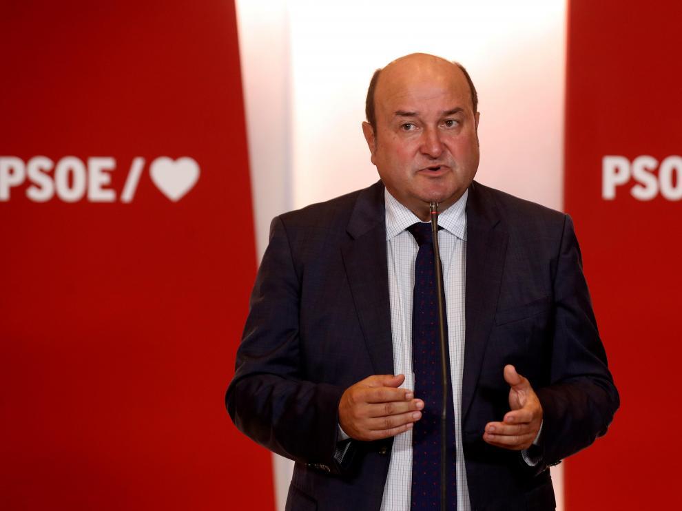 - El presidente del PNV, Andoni Ortuzar, ofrece una rueda de prensa en la sede del PSOE tras su reunión de esa tarde con el presidente del Gobierno en funcones, Pedro Sánchez