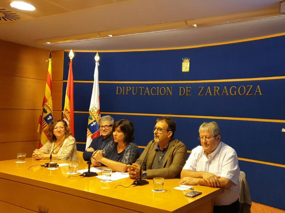 Mercedes Núñez, Juan José Borque, Marta Gracia, Juan José Moreno y Gonzalo Orna, en la rueda de prensa