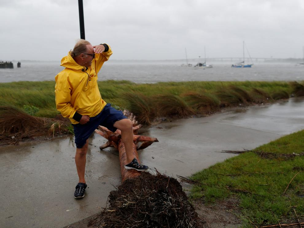 Resident Dabny Babbs checks on the status of his sail boat docked along the Ashley River during Hurricane Dorian in Charleston, South Carolina, U.S., September 5, 2019. REUTERS/Randall Hill [[[REUTERS VOCENTO]]] STORM-DORIAN/