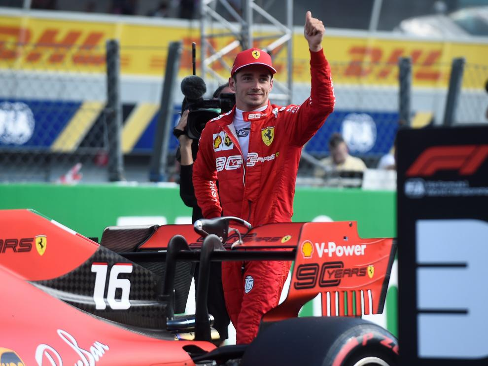 Leclerc celebra su pole en Monza.