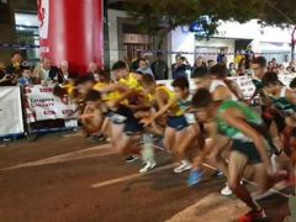 Vía Univérsitas se convirtió este sábado en una pista de atletismo gracias a la XXXVI edición de la Milla Delicias. En el pódium conocidos corredores como Toni Abadía, que ya se consideraba favorito.