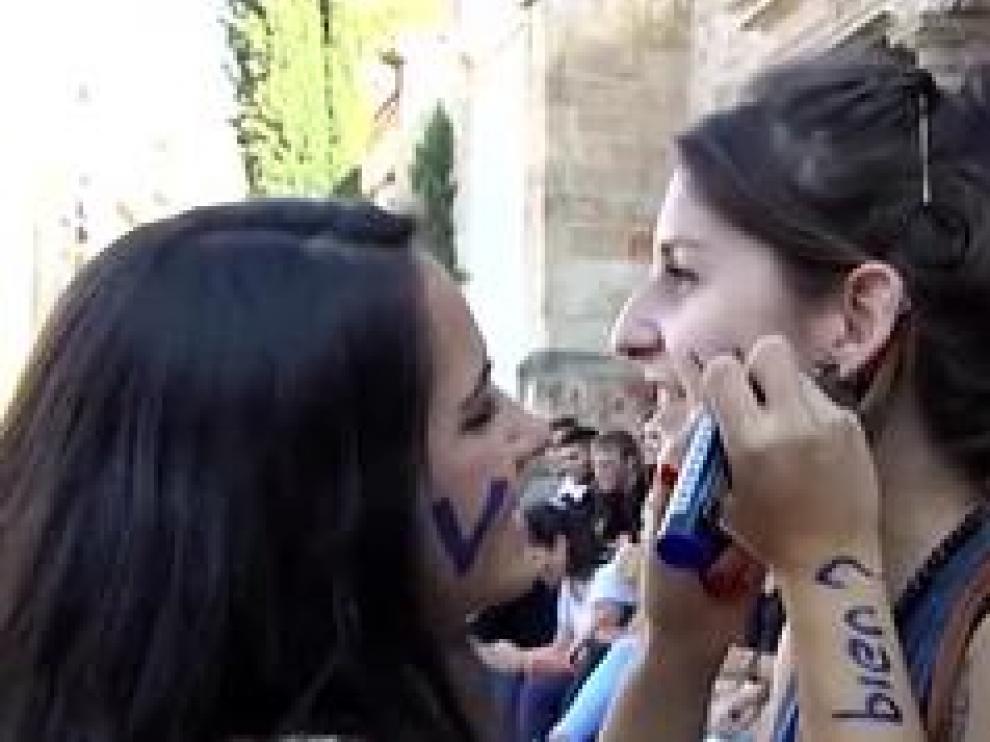La Universidad de Salamanca se ha propuesto acabar con las novatadas que tanta mala reputación están otorgando al centro. A pesar de que los novatos se defienden, apelando a que las actividades que realizan tienen una función integradora.