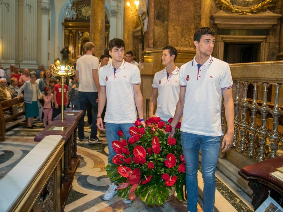 El Casademont realiza la tradicional Ofrenda de Flores a la Virgen del Pilar.