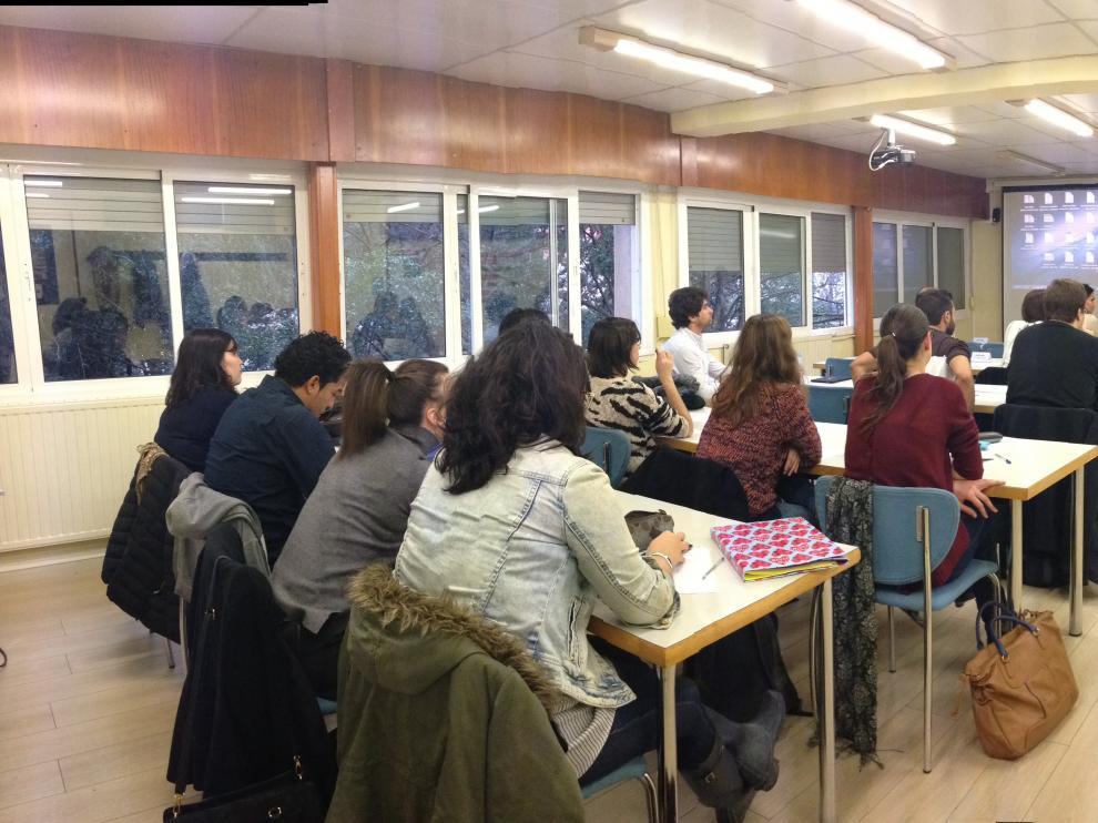Una de las clases en CESTE Escuela Interncional de Negocios.
