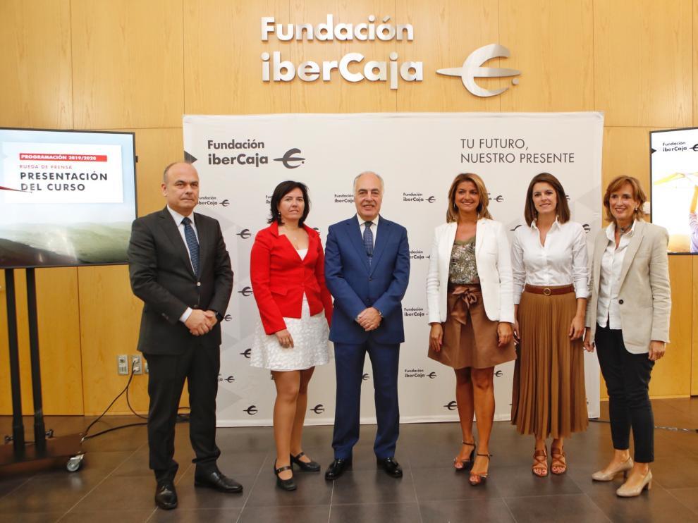 Jaime Armengol, Marta Candela, José Luis Rodrigo Escrig, Mayte Santos, Inés González y Mayte Ciriza, durante la presentación del curso de la Fundación Ibercaja.