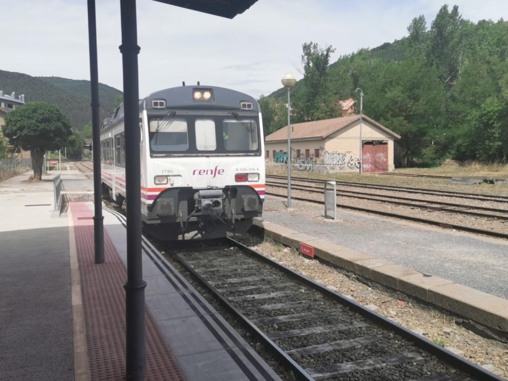 La avería de un tren a 4 kilómetros de Canfranc retrasa la llegada de los pasajeros hora y media