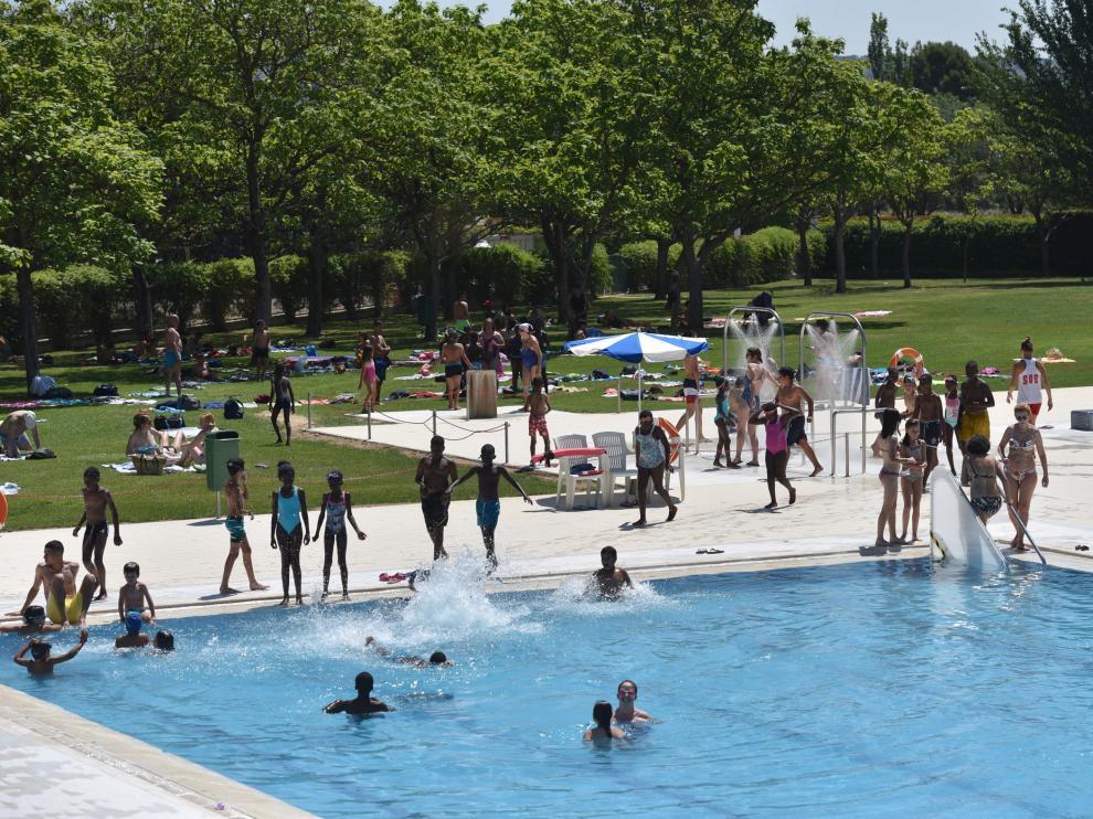 Bañistas en las piscinas de la Ciudad Deportiva, que abrieron el 12 de julio.