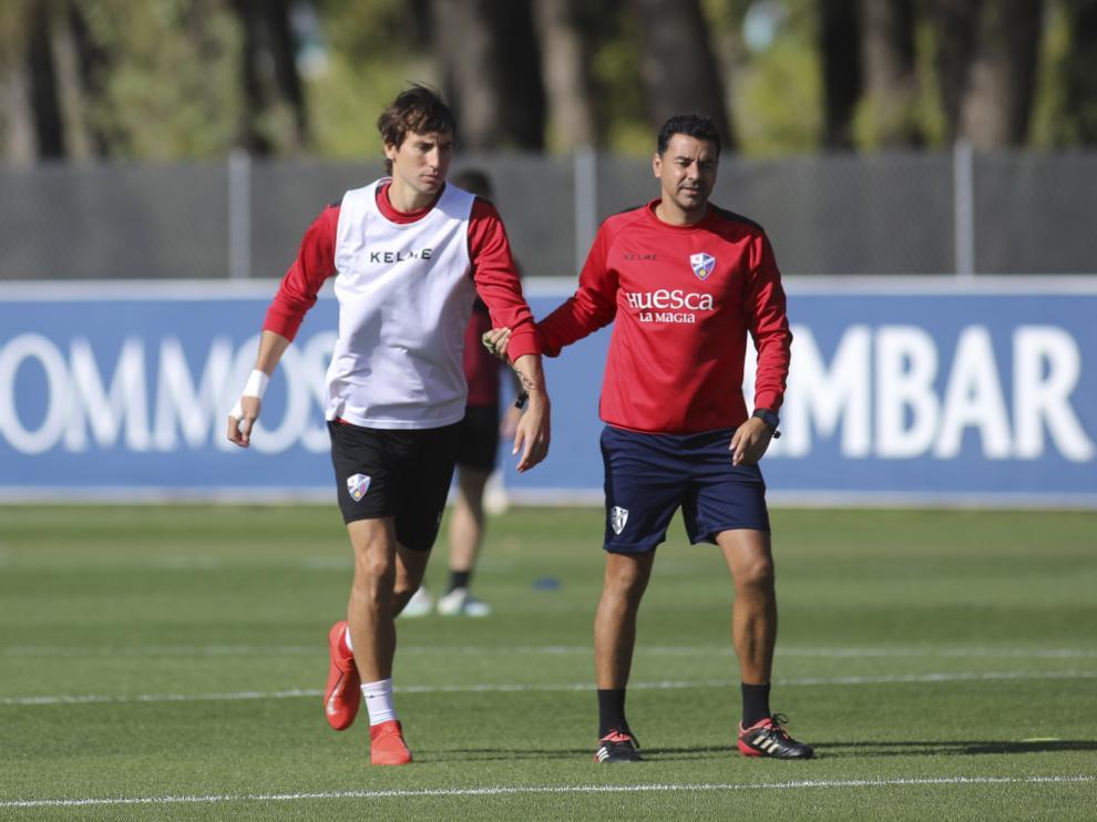 Pedro Mosquera y Míchel Sánchez, durante el entrenamiento de este martes.
