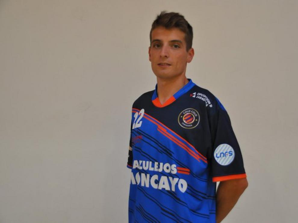 Pedro Monzón posa con su nueva camiseta.