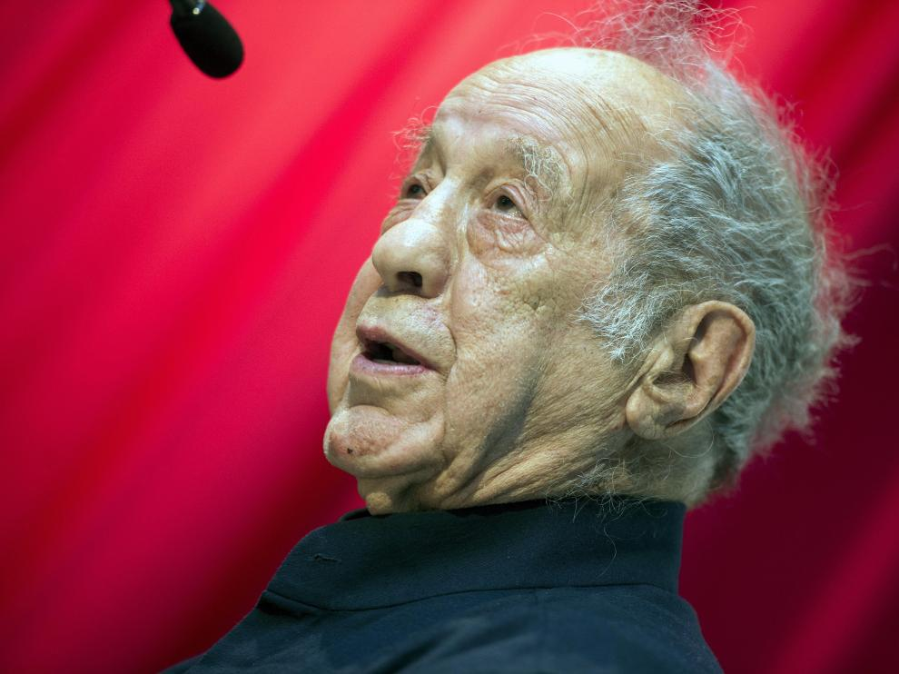 Zurich (Switzerland), 14/05/2014.- (FILE) - A picture dated 14 May 2014 shows Swiss-born US photographer and filmmaker Robert Frank after receiving a special price during the Roswitha Haftmann Prize ceremony at the Kunsthaus in Zurich, Switzerland (reissued 10 September 2019). According to media reports, Robert Frank has died aged 94 on 09 September 2019. (Suiza) EFE/EPA/WALTER BIERI *** Local Caption *** 51367546 Robert Frank died