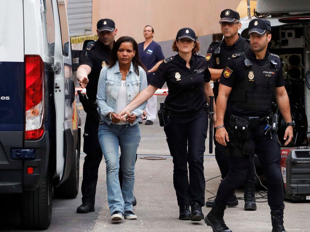 Llegada de Ana Julia Quezada este miércoles al tribunal que la juzga