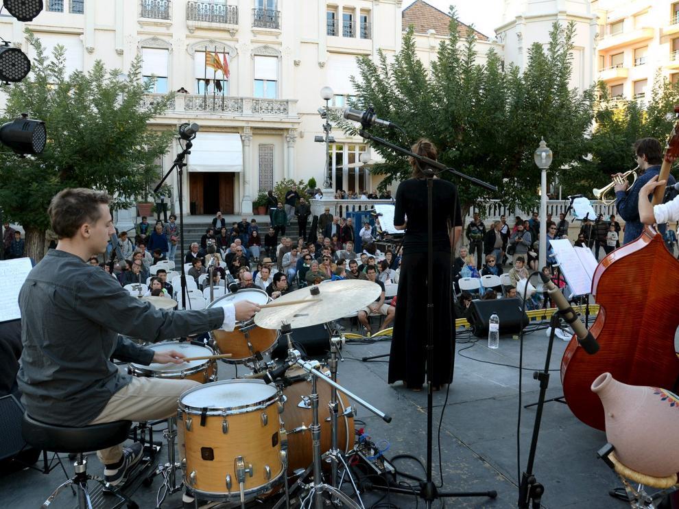 concierto de The Wanderlust Project de jazz en Huesca en la plazaNavarra. Foto Javier Navarro [[[FOTOGRAFOS]]]