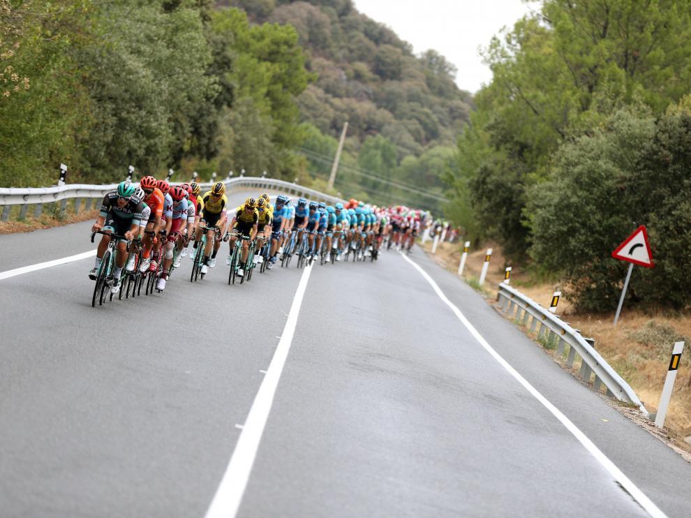 Cavagna gana al fin en la Vuelta en una etapa con abanicos neutralizados