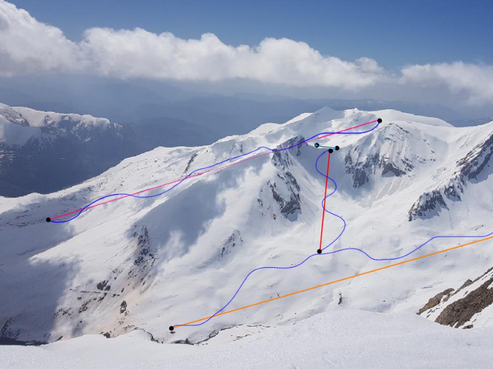 La ampliación de Cerler por Castanesa. En la imagen, captada a finales de abril de 2018, se superpone los remontes previstos y las nuevas pistas de la estación, que ganaría 28 kilómetros de dominio esquiable.