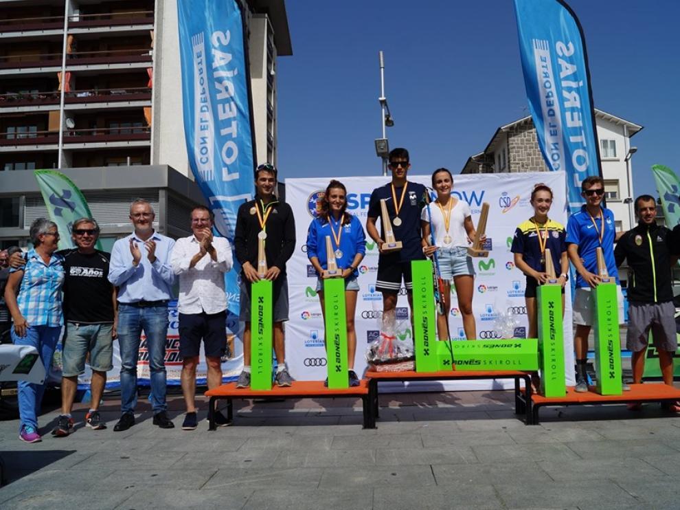 Podios masculino y femenino del Campeonato de España de rollerski.