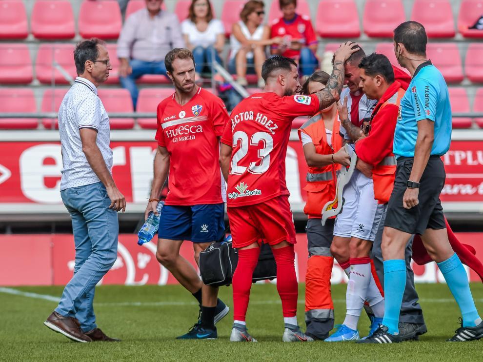 Raba se retira lesionado en el partido contra el Numancia.