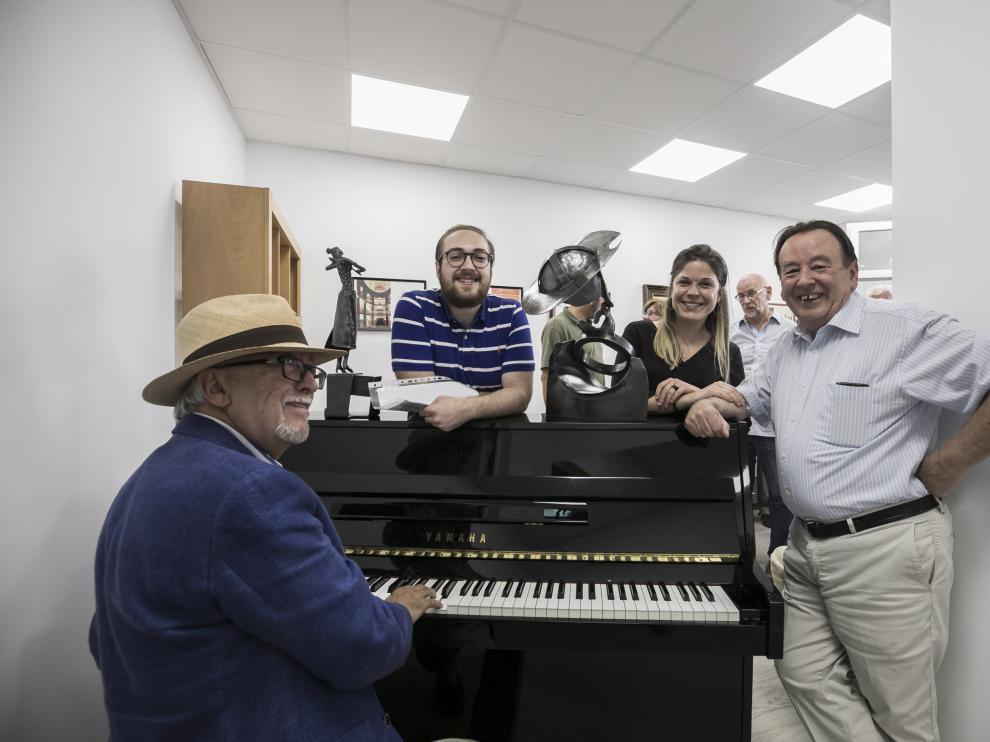 Miguel Ángel Tapia (al piano), Pablo Puértolas, Marta Heras y Santiago Sánchez Jericó, ayer en la inaguración del Aula Pilar Lorengar