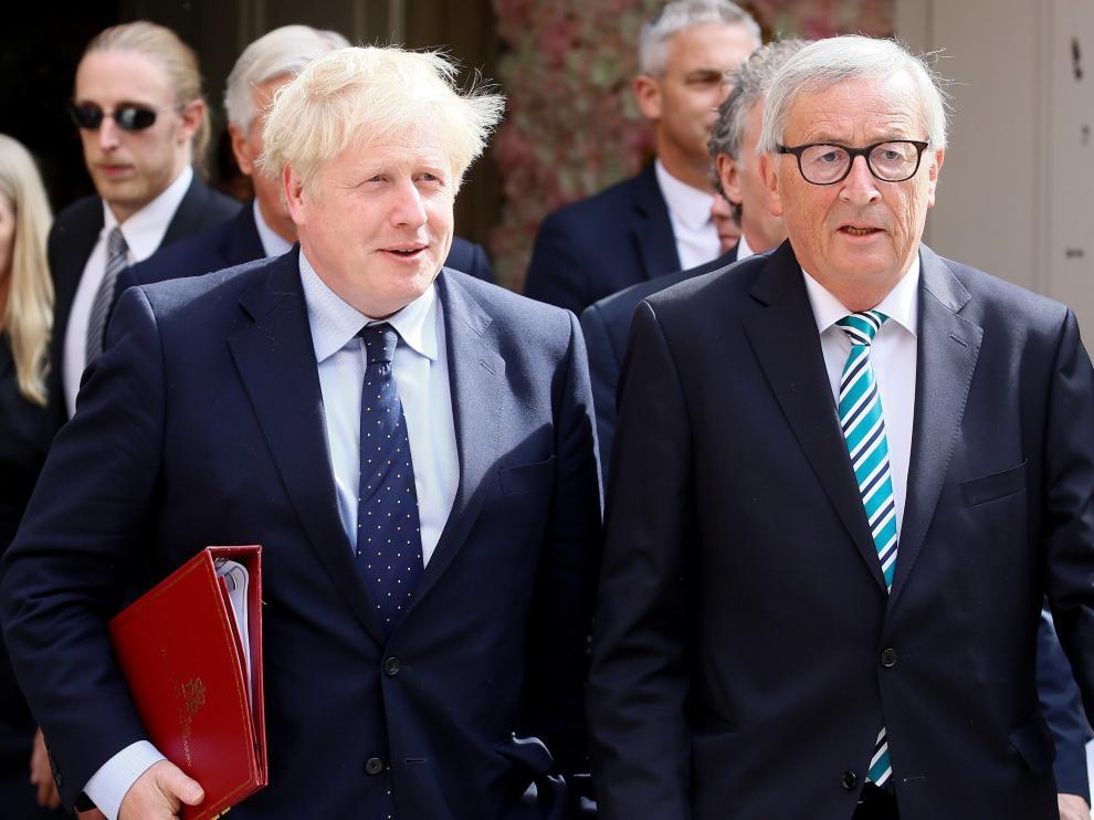 El primer ministro británico, Boris Johnson, y el presidente de la Comisión Europea, Jean-Claude Juncker, tras su reunión en Luxemburgo.
