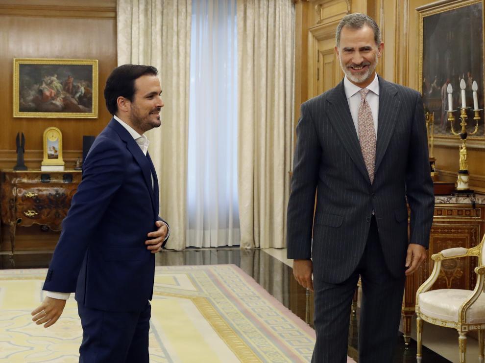 El rey recibe en Zarzuela al líder de Izquierda Unida, Alberto Garzón