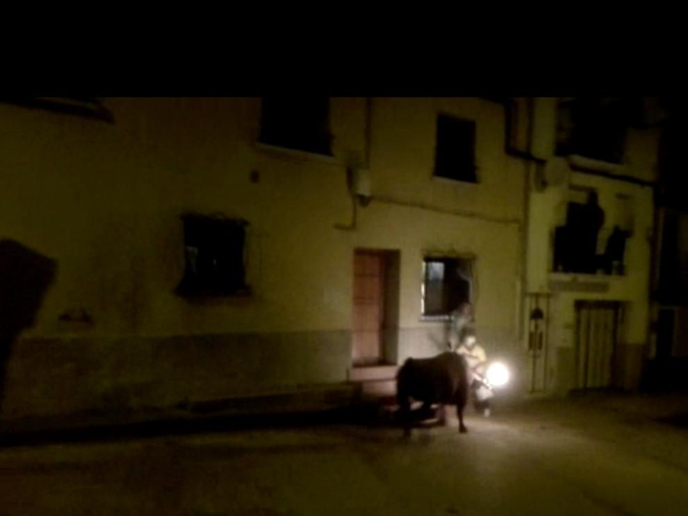 Fotograma de un vídeo que recoge el momento del suceso en las fiestas de Novallas.