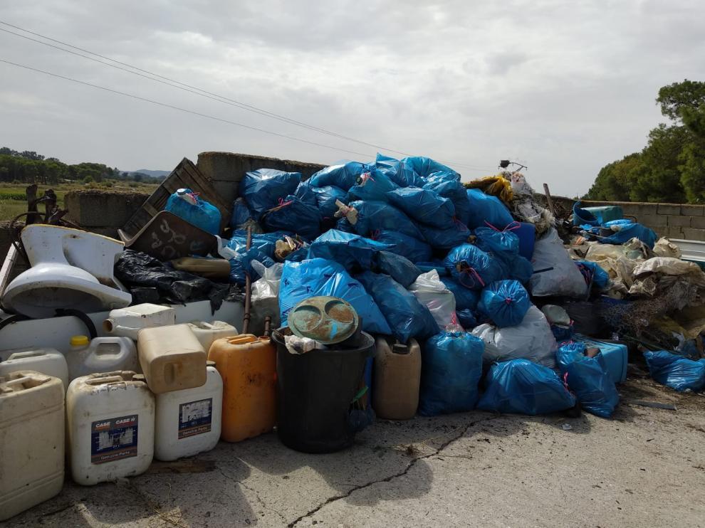 El montón de basura recogido por los voluntarios del pueblo.