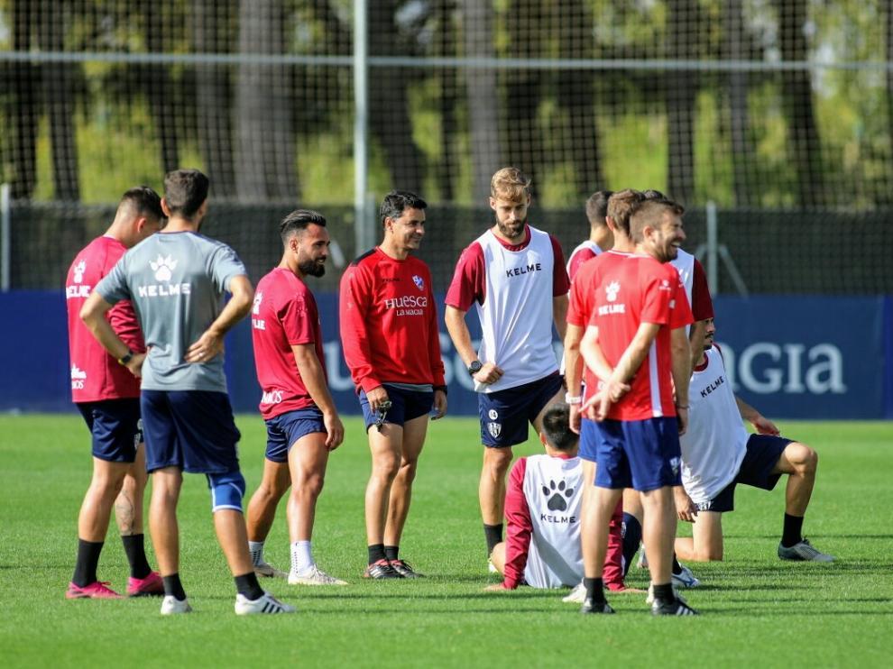 Jorge Pulido, junto a Míchel, durante el entrenamiento de este lunes.