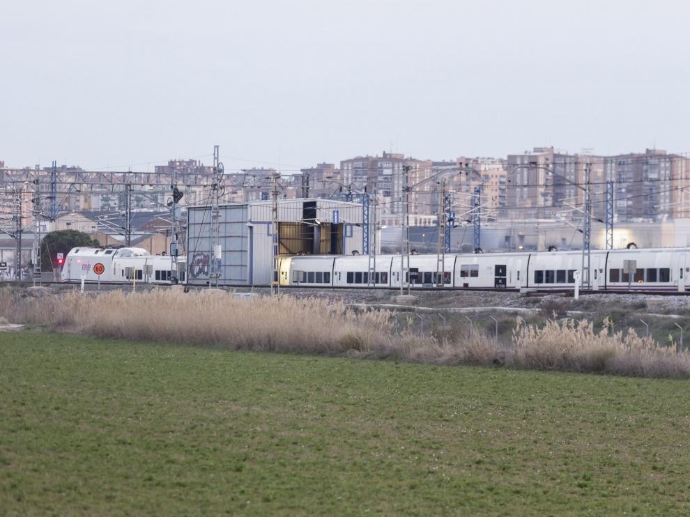 Un modelo del tren Alvia como el que se utiliza en el convoy AVCity que sale hoy de Zaragoza a primera hora a Madrid y Barcelona, y es el último que llega a la capital aragonesa.